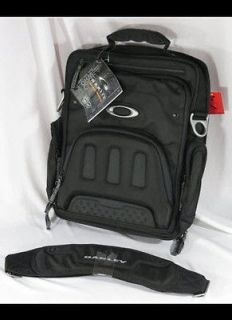 oakley messenger bag in Clothing,