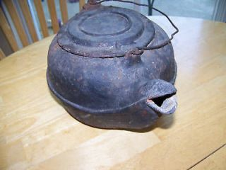 ANTIQUE BIRD SPOUT CAST IRON KETTLE NO. 7 w/swivel lid