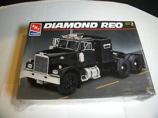 AMT #8137 Diamond Reo Tractor TRUCK 1/25 FS Model Car Mountain KIT