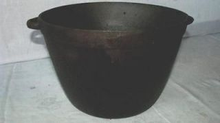 ANTIQUE CAST IRON CAULDRON 1 1/2 KETTLE BEAN COWBOY CAMP FIRE HANGING