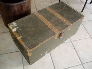 VINTAGE MID 1950s ARMY FOOT LOCKER MILITARY ISSUED TO LT FM STATIONED