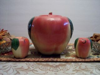 HULL POTTERY VINTAGE APPLE COOKIE JAR (C) 1940S SALT & PEPPER