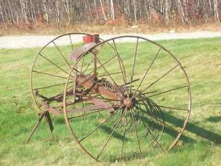 Drawn Hay Rake Vintage/Antiqu​e Farm Equipment JOHN DEERE Yard Art