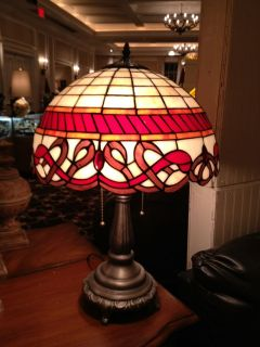 Tiffany Lamp Style Stained Glass Table Light  16 shade white and red