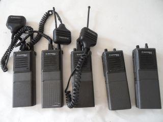 Lot of 5 Motorola MT1000 H44GCU7100BN Handie Talkie UHF Radios and 3