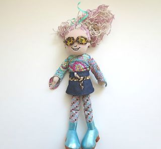 Girls Doll 2005 Lourdes Pink Biege Hair Sunglasses Clothes