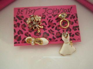 Betsey Johnson fashion white skirt / flowers / ring / shoe combination