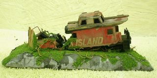 HO SCALE CUSTOM BUILT TRACKSIDE SCENE WRECKED ABANDONED CABOOSE   ROCK