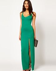 guardar vestido largo con abertura al muslo y escote redondo en la