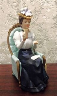 AVON 1982 PORCELAIN MRS ALBEE PRESIDENT CLUB SALES AWARD PORCELAIN