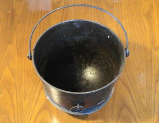 ANTIQUE THREE LEGGED CAST IRON CAMPFIRE CAMPING SOUP POT KETTLE