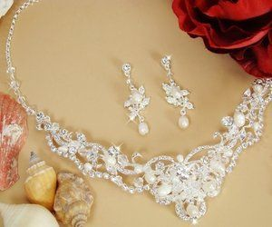 Pearl and Crystal Bridal Wedding Necklace Jewelry Set