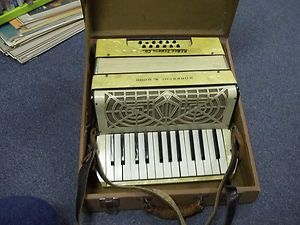 VINTAGE accordion MORESCHI & SONS WITH CASE FANCY STYLING NICE