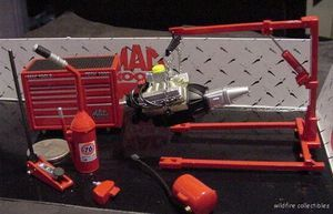 DIORAMA MAC TOOL BOX ENGINE STAND KIT CAR JACK 124 02 Caliber Nascar