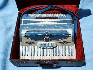 Castiglione 41 Keyed Model 702 VC Accordion Italy w Case Plays