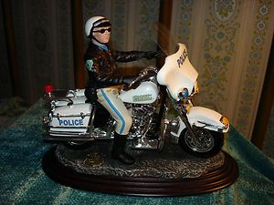 CAVANAGH HARLEY DAVIDSON LIMITED EDITION POLICE MODEL MOTORCYCLE WITH