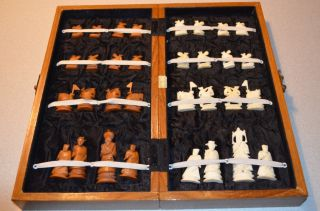 Wooden Chess Board with 32 Hand Carved Bone Chess Pieces Made in Hong
