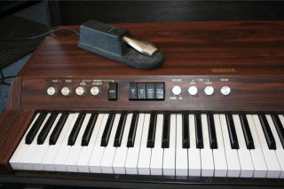 Yamaha Electronic Piano CP 20 with Case, Legs, and Foot Pedal