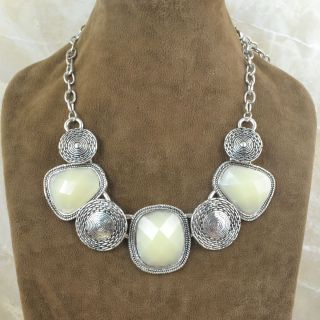 Jewelry Antique Silver Plated Cream Resin Bead Flower Chunky Necklace