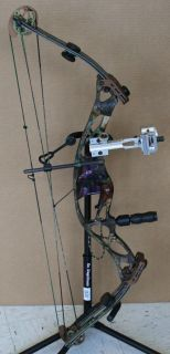 Hoyt XT 1000 RH Compound Bow with Accessories