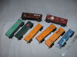 HO READY TO RUN PLASTIC FREIGHT CARS WITH KADEE COUPLERS 5 reefers 2