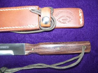 comes with a tan johnson rough back jack crider special box sheath