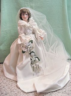 COLLECTIBLE 1982 EFFANBEE PRINCESS DIANA DOLL IN WEDDING DRESS