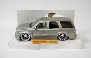 2002 Cadillac Escalade Diecast Model Car Jada Dub City 1 24 Scale