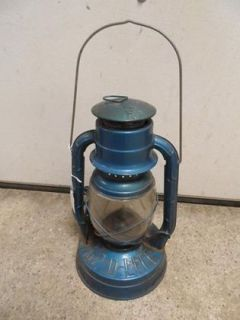 Dietz No. 2 D Lite Blue Kerosene Lantern, Excellent condition