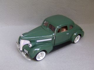 1939 Chevrolet Coupe Diecast Car Model Green 1 24