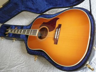 Hummingbird Artist Acoustic Electric Guitar w Hard Shell Case