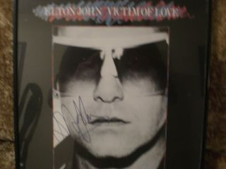 ELTON JOHN SIGNED AUTOGRAPHED LP ALBUM   RARE MUSIC CD