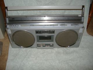 Vintage Montgomery Ward Model GEN3992 AM FM Portable Stereo System