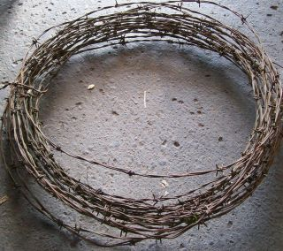 VINTAGE METAL RUSTIC CRAFT PRIMITIVE USE BARBED WIRE FARM FENCE OLD