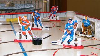 Munro Toys Bobby Hull NHL Tin Metal Table Top Rod Hockey Game