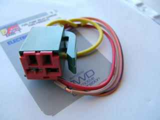 Federated 84060 Connector   Ford Fuel Pump Relay Harness Pigtail