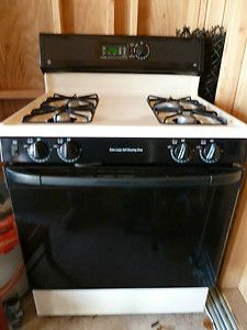 GE XL44 Self Cleaning Gas Range and GE Profile Spacemaker XL Microwave