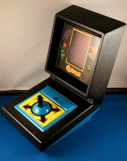 TABLETOP ELECTRONIC HANDHELD GAME ARCADE Q*BERT PARKER BROTHERS TOY