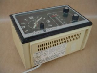 General Electric Model No 7 4725A Beige Electric Alarm Clock Radio