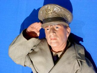 Gen Douglas Macarthur 1942 doll very very mint condition WWII