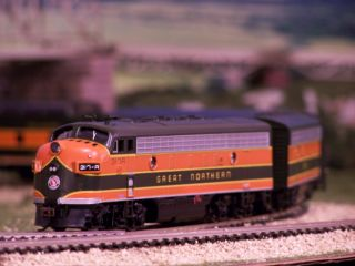 HO FULL TRAIN SET!! PASSANGER TRAIN ENGINE BACHMANN F7 A & B set Plus