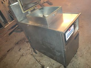 "Henny Penny ""M 600F Pressure Fryer"