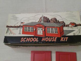 PLASTICVILLE U S A SCHOOL HOUSE KIT FOR HO SCALE TRAINS BACHMANN BROS