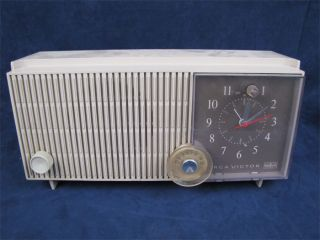 Vintage RCA Victor Alarm Clock Tube Table Radio