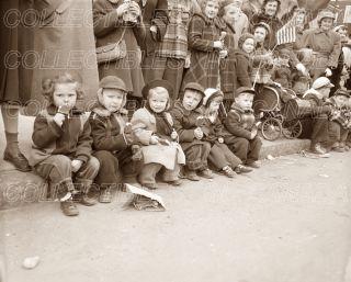 Children Eating Ice Cream 1930S★ Sidewalk Old Baby Carriage Pram