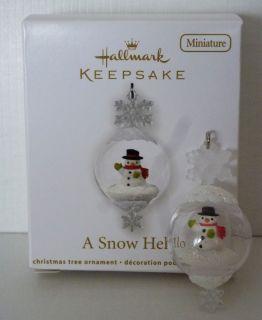 New 2012 Hallmark Miniature A SNOW HELLO Snowman Snow Globe Christmas