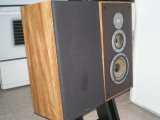 Vintage Infinity large bookshelf speakers model RS 8b, 3 way design