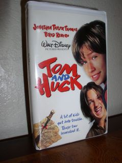 Tom and Huck starring Jonathan Taylor Thomas VHS 1996 Clam Shell 786936008173