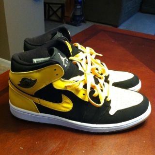 Air Jordan Retro 1 Beginning Moments Yellow and Black