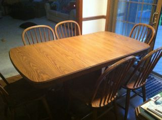 Used Wooden Kitchen Table Set Comes with Leaf and 6 Chairs